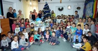 """Târg de Iarnă, organizat de preşcolarii de la Grădiniţa """"Azur"""" din Constanţa"""