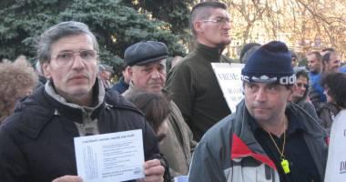 Prizonierii crizelor sociale  şi economice