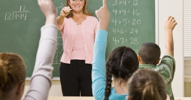 Veste BUNĂ pentru profesori. Dascălii cu 25 de ani experienţă s-ar putea pensiona mai devreme