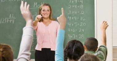 Proiect: Profesorii ar putea ieși la pensie cu trei ani mai devreme