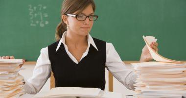 Mai mulţi bani pentru cadrele didactice evaluatoare de manuale