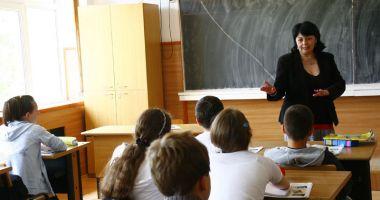 Lovitură pentru profesori înainte de Paşte. Ce se întâmplă cu salariile angajaţilor din învăţământ