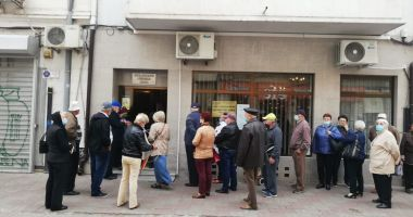 Protest al membrilor Casei de Ajutor Reciproc a Pensionarilor Constanţa. Se cere destituirea preşedintelui