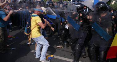 Tunurile pe jandarmi! Românii au uitat de Daddy, cum au uitat să voteze şi-n 2016. Ce-or face la anul…
