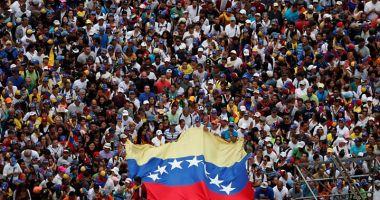 Venezuela: Maduro a vrut să fugă din țară, Guaido cere continuarea protestelor
