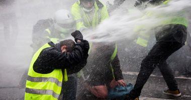 Proteste violente în Grecia, la 10 ani după ce un adolescent  a fost ucis de poliţie