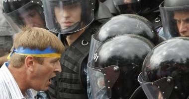 Ucraina / Protestatarii au preluat controlul asupra administraţiei prezidenţiale. Ianukovici a fugit