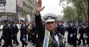 Condiţii noi pentru poliţiştii care vor  să le fie decontat transportul