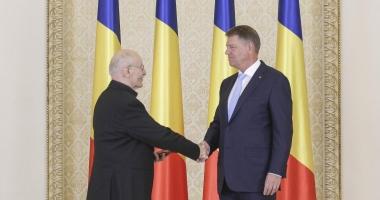 Klaus Iohannis l-a decorat pe Victor Rebengiuc