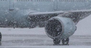 Probleme pe aeroporturi din cauza ninsorii!