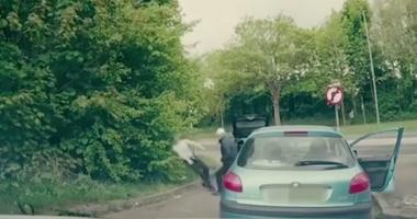 VIDEO / Pumn…şi somn! Un luptător de MMA a pus la punct doi scandalagii