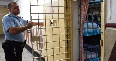 Mai mulţi angajaţi în penitenciare