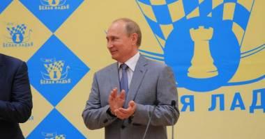 Șah / Vladimir Putin a urat bun venit șahiștilor Magnus Carlsen și indianului Wiswanathan Anand