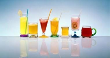 Românii vor consuma în 2011, în medie, zece litri de apă și sucuri pe lună