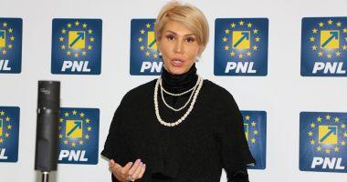 """Raluca Turcan: """"PNL va depune moțiune simplă împotriva lui Tudorel Toader"""""""