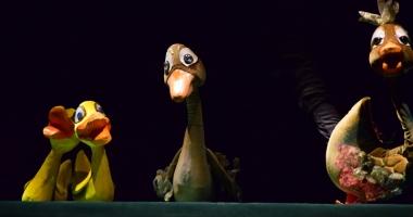 """""""Răţuşca cea urâtă""""  şi """"Peter Pan"""" îi aşteaptă pe copii la teatru"""