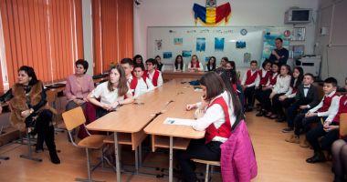 """Recital de poezie, la Şcoala Gimnazială """"Lucian Grigorescu"""" din Medgidia"""