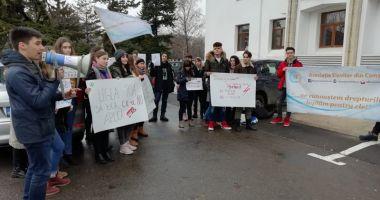 Reduceri la abonamente pentru elevii care fac naveta la şcoală? CJC promite acordarea lor