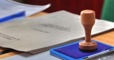 BEC şi-a suspendat activitatea până la pronunţarea CCR privind referendumul