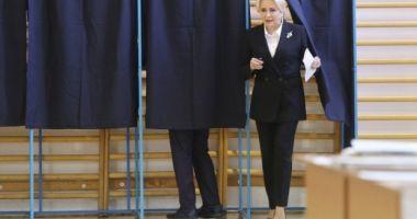 Viorica Dăncilă s-a răzgândit. Premierul a anunţat că nu va vota la referendum