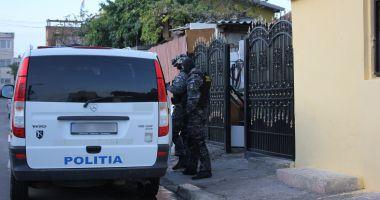 Scandal monstru în satul Lespezi. 13 indivizi au fost reținuți!
