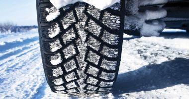 Revin ninsorile! Şoferii, avertizaţi să păstreze anvelopele de iarnă