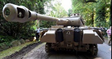 Un bătrân de 78 de ani a fost prins cu un tanc din Al II-lea Război Mondial în garaj