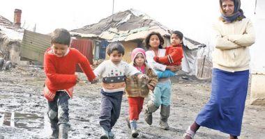 ȚEAPĂ! Ce au făcut romii după ce au primit 1500 € de la statul italian ca să plece din Roma