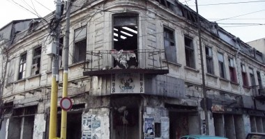 Ruine vis-à-vis de primărie