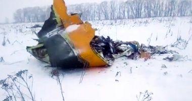 Avionul rusesc care s-a prăbușit lângă Moscova a explodat la contactul cu solul