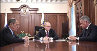 Rusia îşi suspendă participarea la INF şi va dezvolta rachete hipersonice