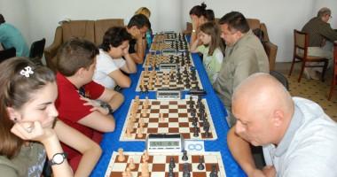 Aleşii judeţeni au alocat bani  pentru şahiştii care participă  la Campionatul European de la Praga