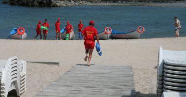 Atenţie, valuri mari în sudul litoralului. Salvamarii au arborat steagul roşu!