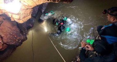 UPDATE - Încă opt copii au fost salvaţi din peştera inundată