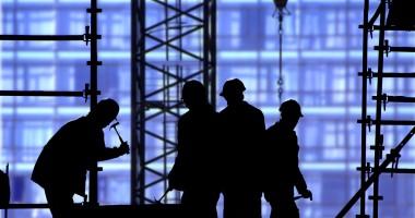 Zeci de persoane, depistate muncind la negru