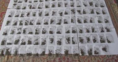 Şapte tineri din Constanţa, prinşi  de jandarmi  cu joint-uri