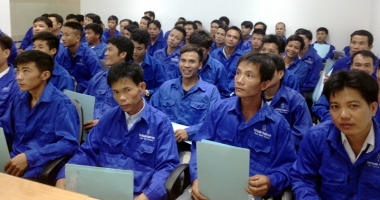 Sărmana, Românie! Exportă lucrători, importă asiatici şi îi plăteşte mai bine decât pe fiii săi