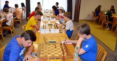 Primele mutări la Campionatul European de şah pentru juniori