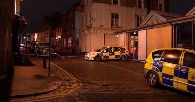 Foto : GALERIE FOTO. Scandal în apropiere de Londra! A rănit 13 tineri, după ce a intrat cu maşina în club