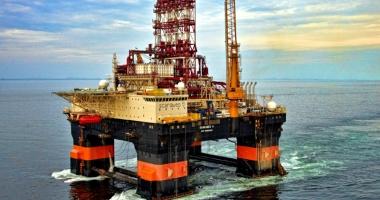 """Foto : """"Scarabeo 9"""" - o platformă de foraj petrolier gigant se îndreaptă spre portul Constanţa"""
