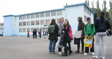 Premierul cere măsuri pentru asigurarea unui climat de siguranţă în şcoli