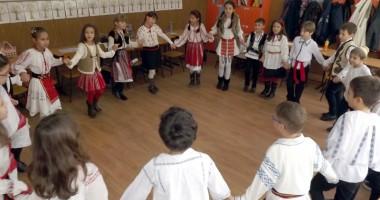 """Octombrie special pentru Şcoala """"Dimitrie Cantemir"""""""