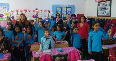 """Şcoala """"Ion Minulescu"""" pune accent pe educaţia multiculturală"""