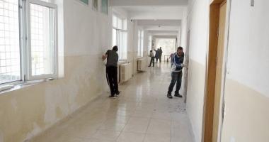 """""""Dacă vrei, poţi!"""". Şcoala Gimnazială nr. 8 Constanţa, renovată în doar câteva zile"""