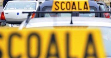 Elev la şcoala de şoferi, prins cu 122 de kilometri pe oră în localitate