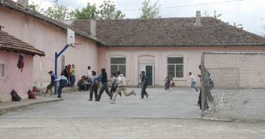 Mii de şcoli fără autorizaţie sanitară de funcţionare