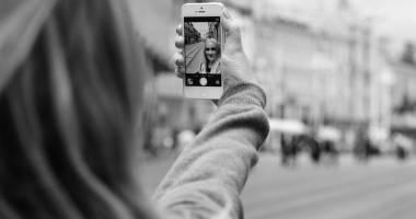 C�teva trucuri pentru cele mai bune selfie-uri