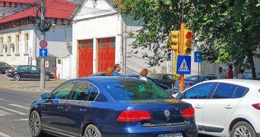 Semafoarele de pe strada Mircea cel Bătrân colţ cu strada Decebal, din nou funcţionale