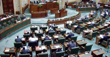 Senatul a respins cerea de reexaminare a Legii privind reducerea CAS