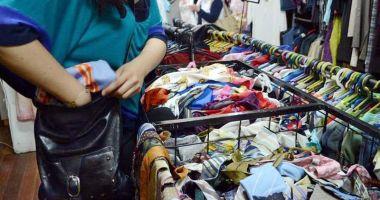 Haine şi pantofi furaţi din magazine şi supermarketuri